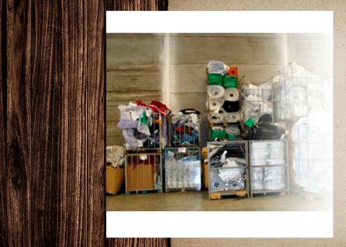 Plásticos y palets de madera